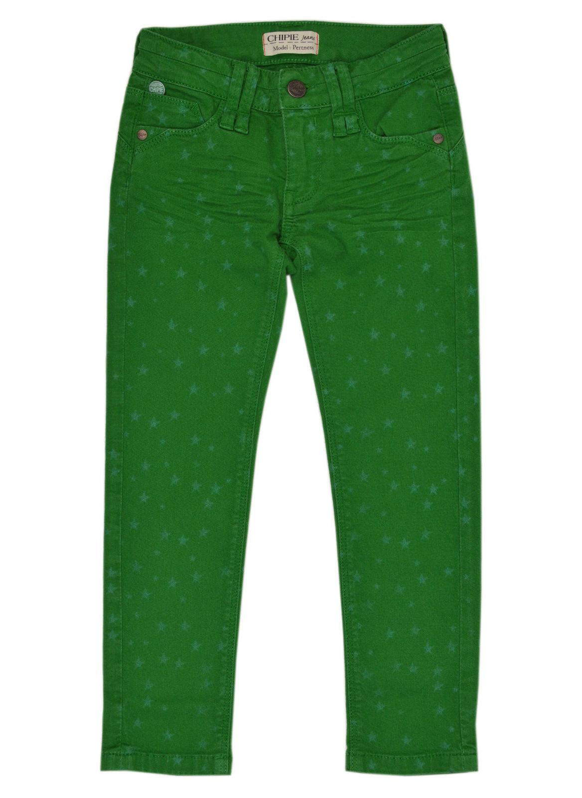 Mädchen in grünen Shorts